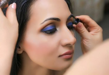 How to Rock the Blue Eyeshadow Trend